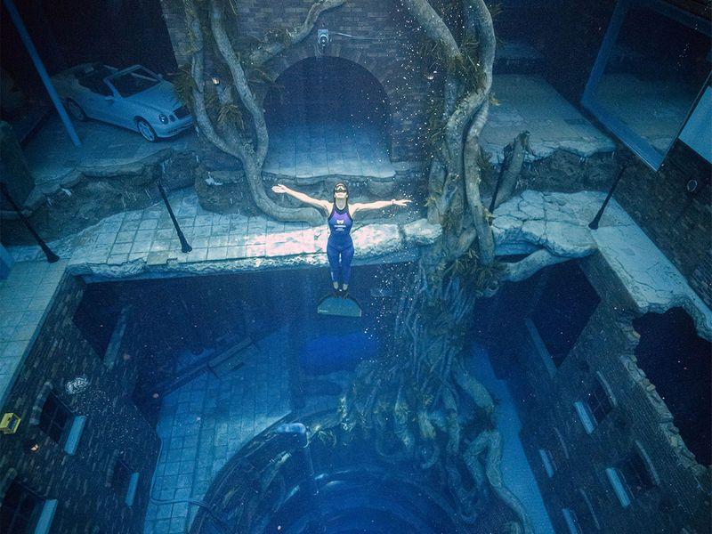 Deep Dive Dubai 17a80ee78bf original ratio - Sheikh Hamdan Dives into the World's Deepest Pool in Dubai
